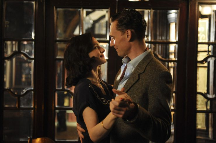 Tom-Hiddleston-The-Deep-Blue-Sea-Movie-Stills-tom-hiddleston-26445563-1400-932